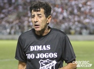 Dimas completa 500 jogos no comando do Vovô e recebe homenagens