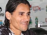 """Vicente é apresentado à imprensa: """"Me sinto feliz com a camisa do Ceará"""""""
