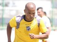 Recuperado e à disposição, João Marcos treina com o grupo