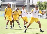 Jogadores alvinegros participam de treinos técnicos e táticos