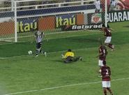 Felipe Azevedo comemora segundo gol pelo Vozão