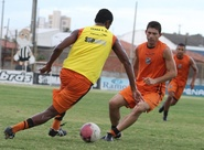 Dimas Filgueiras comanda treino coletivo e divulga relacionados