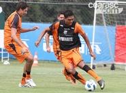 Estevam Soares finaliza treinos com o grupo, em São Paulo