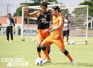 Técnico Vágner Mancini comanda treino antes da viagem para São Paulo