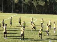 Elenco treina no campo da ASBEG em Goiania