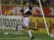 Em boa fase, Mota comemora gol decisivo no primeiro jogo da Final