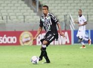 """Meia Rogerinho afirma: """"Nosso time pode apresentar muito mais"""""""