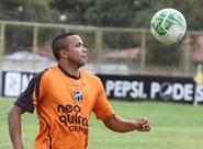 """Na expectativa de estrear pelo Vozão, Rogerinho diz: """"Tenho feito o meu melhor"""""""
