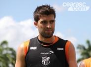 Diego Sacomam se machuca durante o treino em São Paulo e retorna para a capital cearense