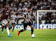 Leandro Carvalho recebe alta e já descansa em casa