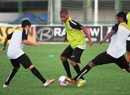 Após desembarcar, elenco do Ceará treinou em Porangabuçu