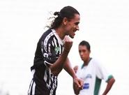 Após mais um gol, Vicente se isola na artilharia entre os defensores