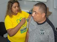 Ceará realiza vacinação de funcionários em manhã de imunização