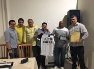 Ex-zagueiro Tanque é homenageado em almoço do Conselho Deliberativo