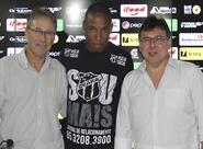 Presidente Robinson de Castro reforça elenco e anuncia contratação do volante Marino