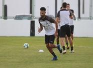 A três dias de partida contra o São Paulo, elenco do Ceará realiza treino técnico-tático em Porangabuçu