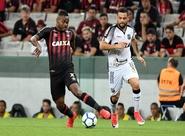 Na Arena da Baixada, Ceará é melhor no 2º tempo, mas fica no 0 a 0 contra o Atlético/PR
