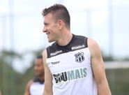 De volta, Eduardo Brock pode ser opção de Adílson Batista em partida contra o Flamengo
