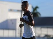 """Atacante Ricardo Bueno avalia """"briga saudável"""" no ataque alvinegro"""