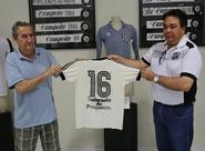 Centro Cultural alvinegro recebe doação de camisa rara do Ceará