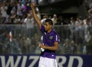 Alvinegro acertou a renovação do volante Carlão