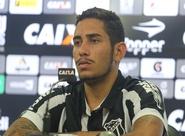 Atacante Leandro Carvalho é apresentado oficialmente em Porangabuçu