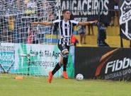 Contra o Itapipoca, Ceará sai na frente com Rafinha, mas cede empate no fim