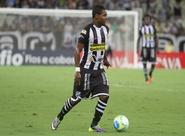 Bola parada de Nikão decide e Vozão supera o Bragantino, no Castelão