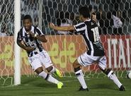 Marinho sai do banco, faz gol nos acréscimos e coloca Vozão na ponta