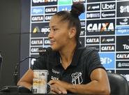 Time feminino do Ceará treina no Vovozão e participa de maratona de fotos e gravações