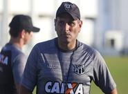 Daniel Azambuja relaciona 19 atletas para confronto entre Ceará e Horizonte