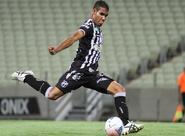 Volante Diego Silva comemora estreia como profissional