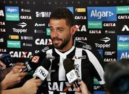 Apresentado à imprensa, volante Edinho pode estrear contra o Fluminense
