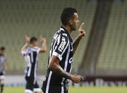 Sem sustos, Ceará domina Uniclinic e vence por 2 a 0, na Arena Castelão