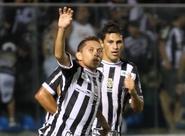 Lateral-esquerdo Eusébio comemora golaço com o pé direito