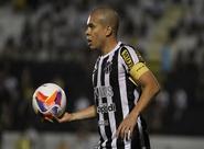 Fernandinho prevê jogo difícil, mas prega concentração diante do América/MG