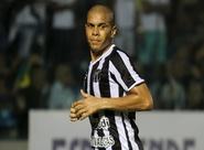 Com boa atuação na estreia, Fernandinho garante evolução