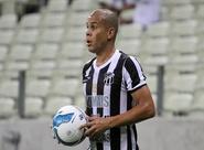 """Fernandinho: """"Pode ser até meio a zero, mas precisamos da vitória"""""""