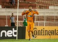 Em noite de herói, Fernando Henrique defende 2 pênaltis e Ceará se classifica na Copa do Brasil