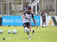 Antes de seguir viagem para Recife, elenco alvinegro realiza treino no Estádio Vovozão