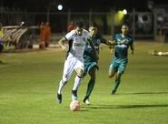Estadual: Ceará começa atrás contra o Floresta, mas reage com gols de laterais