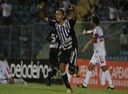Ceará aplica 3 x 0 no Itabaiana e assume a liderança do grupo