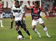 Vozão sofre gol polêmico, mas reage no fim e empata com o Joinville