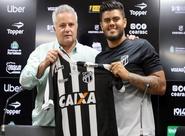 """""""Em campo, sou guerreiro e muito competitivo"""", afirma João Paulo, em apresentação"""