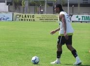 Atacante Kempes segue em busca do primeiro gol
