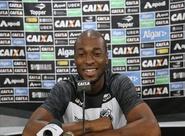 Em dia de reapresentação, Luiz Otávio fala com imprensa sobre consistência defensiva do time