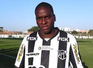 Marcelo Nicácio se apresenta, consegue regularização e já pode jogar