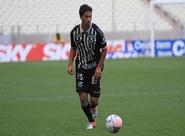 Lateral direito Marcos renova contrato com o Vozão