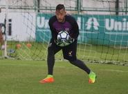 Antes de seguir viagem para Londrina, Ceará realiza treino no Vovozão