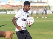 Com vaga no time titular, Rafael Carioca comemora oportunidade contra o Juventude
